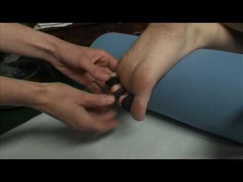 Die Massage für flach walgusnych die Füsse