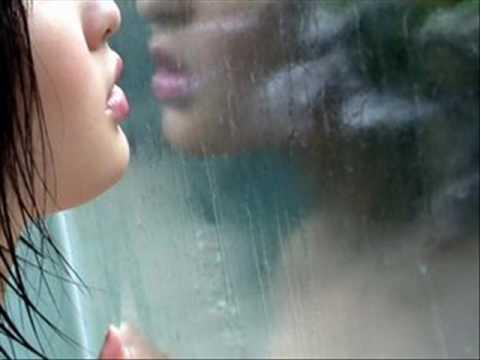 Ćwiczenia na powiększenie piersi z użyciem hantli