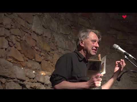 Přehrát video: Jáchym Topol čte básně Ivana M. Jirouse (Valdštejnská lodžie)