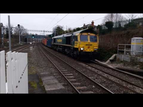 Freight and passenger trains at Goring & Streatley on the GW…