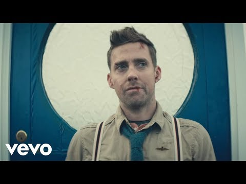 Kaiser Chiefs - Coming Home (Official Music Video)