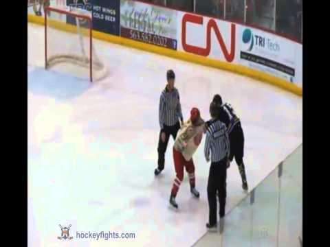 Alex Fossen vs. Campbell Elynuik