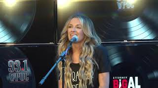 """Carly Pearce Performs """"Closer To You"""""""