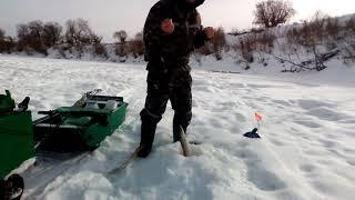 Зимняя рыбалка на реке ишим