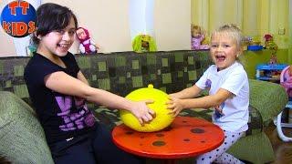 СУПЕР Антистресс из шариков ОРБИЗ Играем с Ярославой и Ритой video for children Orbeez