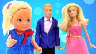 Barbie muñecas. ¡Juguemos con Evi! Vídeos para niñas.