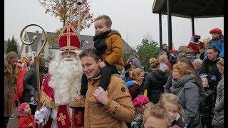 Sinterklaas 'vaart' Hekelingen binnen op een speedboot