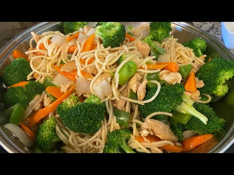 Pollo con espaguetis ,brócoli 🥦 zanahoria y cebolla (comida china)
