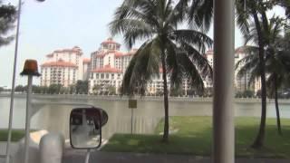 В бананово лимонном Сингапуре