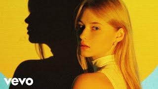 Kadr z teledysku W mojej głowie tekst piosenki Faustyna Maciejczuk