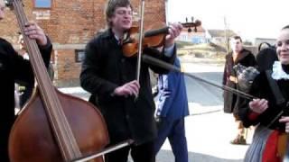preview picture of video 'Fašank Traplice 2011 - průvod - Zima byla, blato bylo'