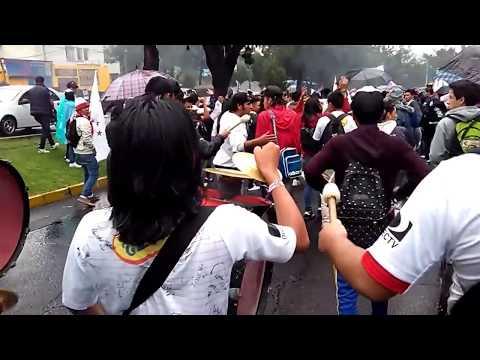 """Caravana 87 Glorias Liga de Quito"" Barra: Muerte Blanca • Club: LDU"