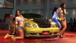 Сексульные китайки всячески показывали и моют машины на тюнинг-шоу в Бонгкоке