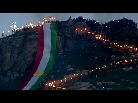 العرب اليوم - شاهد: الأكراد يزينون جبال العراق بنيران