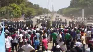 preview picture of video 'Révolution burkinabé : manifestation du 28 octobre, la police gaze les manifestants'