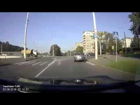 Трамвай сбил девушку в Минске