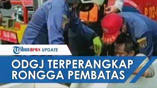 Video Evakuasi Lansia Diduga ODGJ Terperangkap di Rongga Pembatas Jalur Sepeda Sudirman