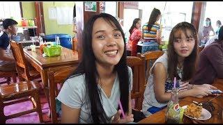 สาวลาวชอบมากิน ຄູວຽງຈືນຂາໄກ່ (คูเวียงขาไก่ทอด) คูเวียง ร้านดังของคนลาว กินกันไม่มีที่นั่งกันเลย EP1 - dooclip.me