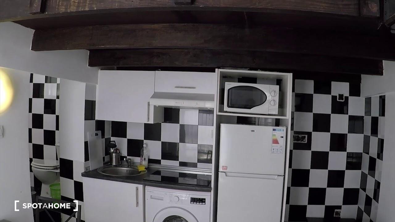 Stylish studio apartment with loft bedroom for rent in Tetuán, near Metro