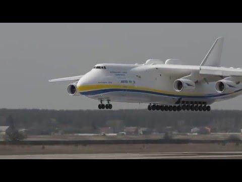 Ан-225 виконує прохід над злітно-посадковою смугою/Амазинг Ан-225 перформс а пасс овер зе ранваи