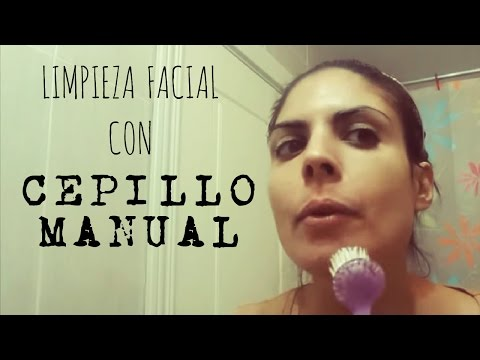 Limpieza facial con cepillo manual