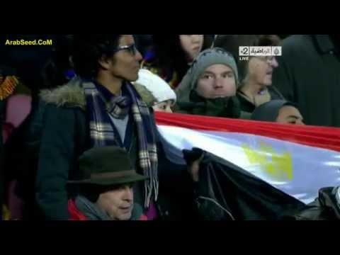 """بالفيديو.. علم مصر يظهر في """"كامب نو"""".. و""""ميسي"""" ورفاقه يقفون حدادًا على أرواح شهداء بورسعيد"""