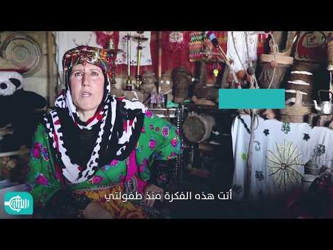 سيدة ستينية شغوفة بجمع مقتنيات تراثية