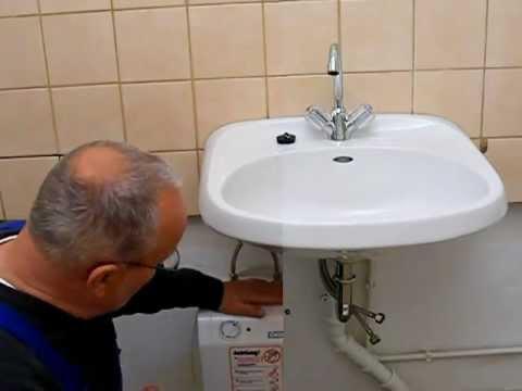 Wasserhahn Zweigriffmischer am Untertischspeicher Niederdruck