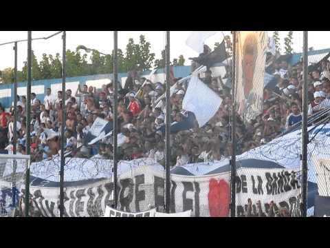 """.... ni del gallo, ni del almirante- Prensa D Merlo"" Barra: La Banda del Parque • Club: Deportivo Merlo"