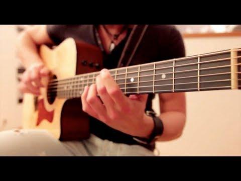 Đánh guitar kết hợp body cự đỉnh.