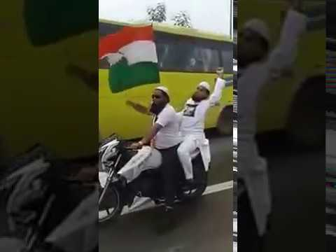 Pakistan's Muslims Proudly Salute Indian Natinal Flag - Must Watch