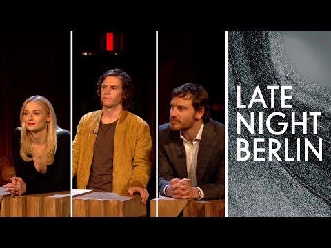 Sophie Turner, Evan Peters & Michael Fassbender raten deutsche Promis | Late Night Berlin |ProSieben