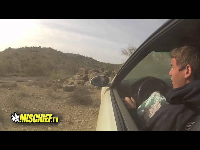 مراهق يصور نفسه اثناء تعرضه لحادث وهو يقود سيارته