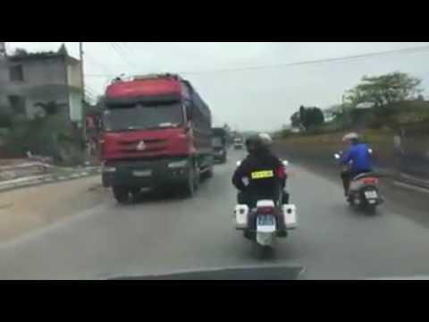 Pha truy đuổi kịch tính và nguy hiểm, giữa Đội CSTT và xe khách thùng kín ở Cẩm Phả