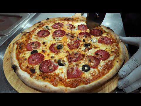 수제 토마토 소스로 만든 파스타, 페퍼로니 치즈 피자 / homemade tomato sauce, pasta and pepperoni cheese pizza