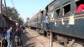 preview picture of video 'A train passing through Kushtia, Bangladesh'