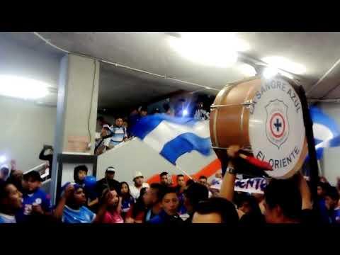 """La Sangre Azul - Previa Metro San Lázaro - Cruz Azul vs Monterrey - Liguilla 2018"" Barra: La Sangre Azul • Club: Cruz Azul"