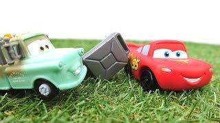 Машинки для мальчиков. Маквин и МАШИНКИ ГОНКИ. Лучшие #тачки на трассе! Маккуин остался без бензина!