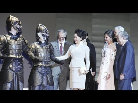 Chinese first lady visits Teatro Real in Madrid
