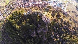 preview picture of video 'Le Caylar en Larzac, vue du ciel - ROCKS!'