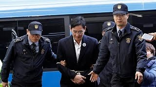 Samsung chief Lee is questioned in S. Korea corruption probe