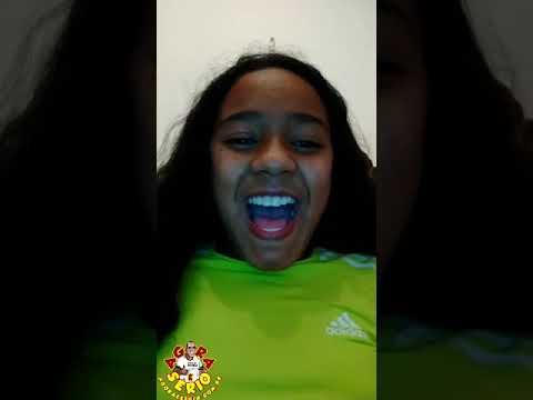 Filha do Repórter Favela brincado de cantar ....Mariana Bandeira