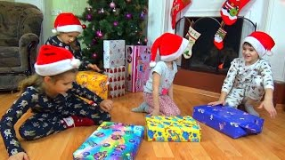 Подарки на Новый Год 2017. Открываем подарки. Детский канал Расти вместе с нами