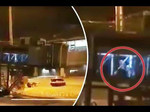 Video toont passagiers die uitstappen vanuit een vliegtuig dat niet bestaat