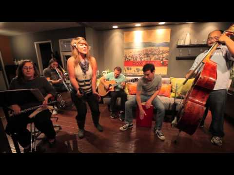 """Tori Roze and The Hot Mess LIVE @ Fox and Jane performing """"Do Me Good"""" by Amy Winehouse."""