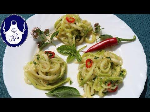 Sommersalat / Zucchinisalat, als Nester dekorativ servieren ...