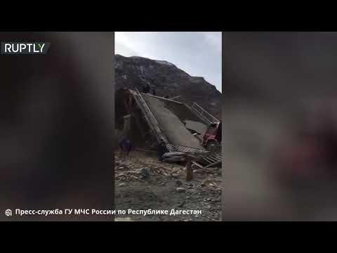 العرب اليوم - شاهد: انهيار جسر لحظة مرور شاحنة جنوبي روسيا