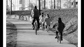 Yves Montand ~ La bicyclette