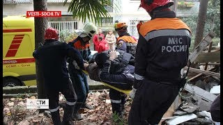 В Сочи рухнула часть стены барака: есть пострадавшие