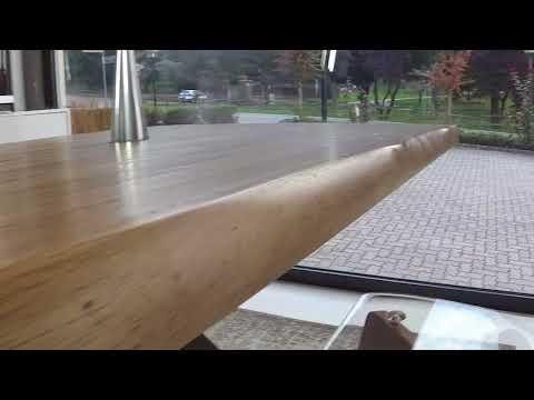Tavolo modello Crossing con piano in legno massello alto 4 cm